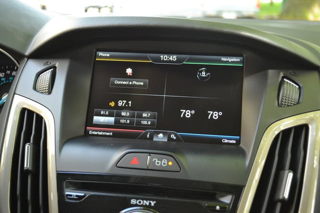 2012 ford focus sel review touchscreen