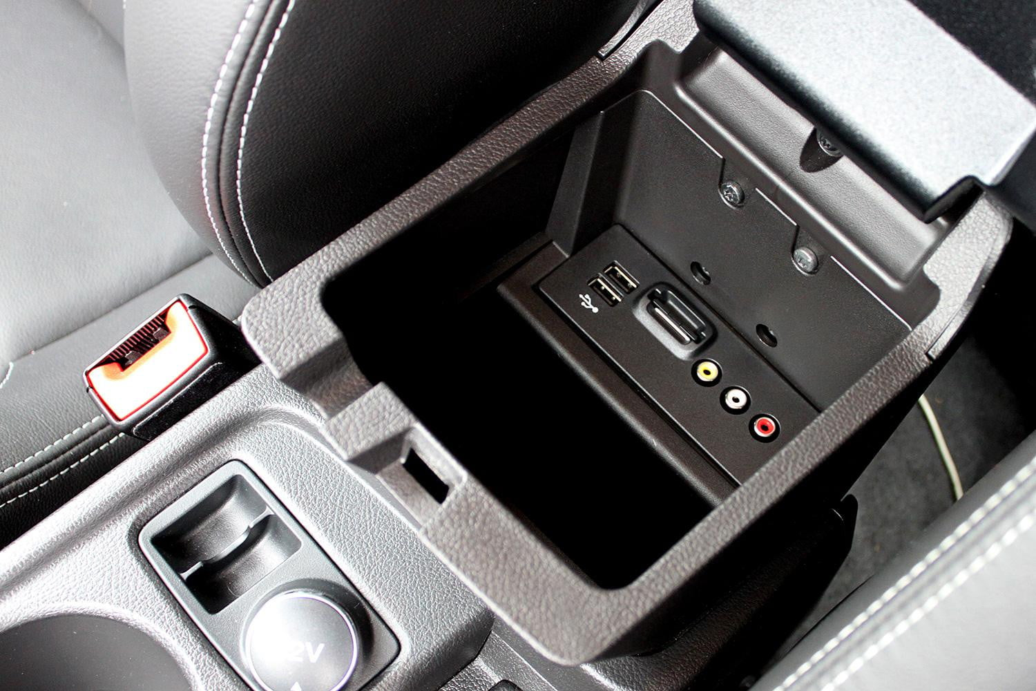 2014 Ford Focus St Review Digital Trends Frame 2013 Center Console Ports
