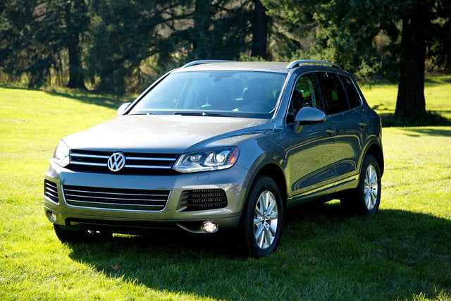 2017 Volkswagen Touareg Tdi Front Right Angle