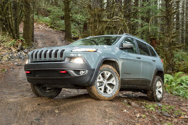 2015 Jeep Cherokee Trailhawk front angle 3