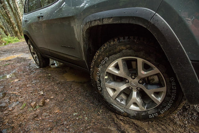 2015 Jeep Cherokee Trailhawk tires