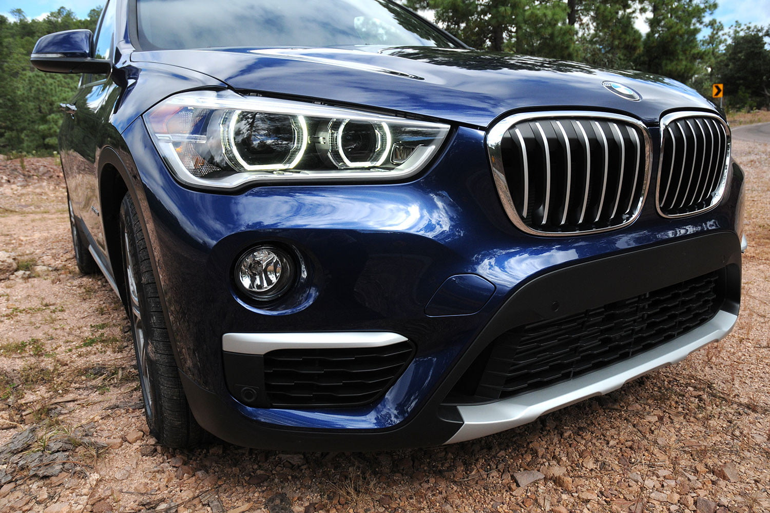 2016 bmw x1 first drive review new turbo engine updated body digital trends. Black Bedroom Furniture Sets. Home Design Ideas