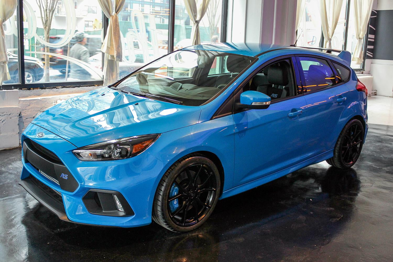 get up close with ford s ferocious focus rs hot hatch before its ny debut. Black Bedroom Furniture Sets. Home Design Ideas