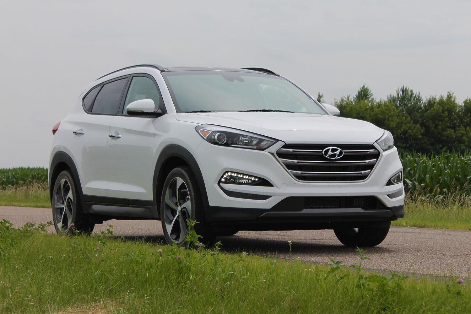 tucson review photo drive and s reviews fwd se original car hyundai driver first