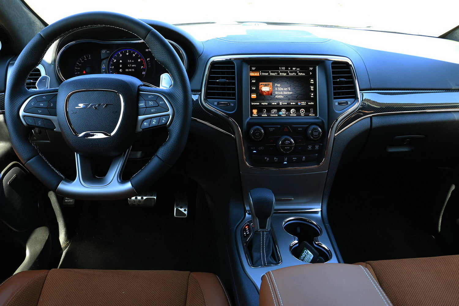 2017 Grand Cherokee Srt Interior >> 2017 Jeep Grand Cherokee Srt Review Digital Trends