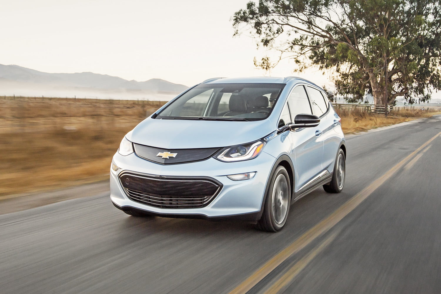 chevy bolt vs volt specs design price and more digital trends. Black Bedroom Furniture Sets. Home Design Ideas