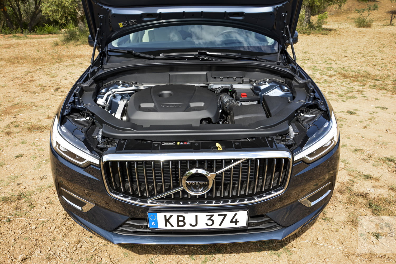 Front View Of The 2018 Volvo Xc60 S Mid Range T6 Engine