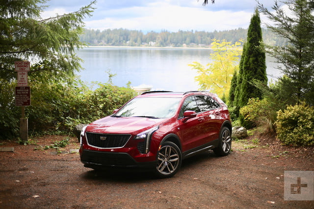 2019 cadillac xt4 hero center