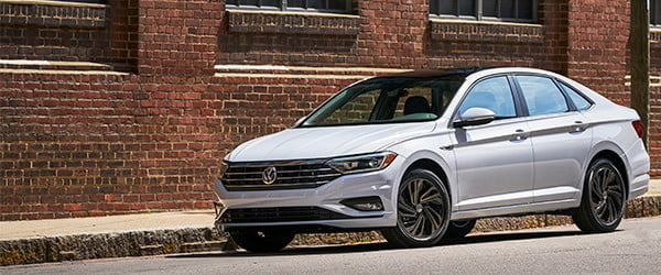 VOLKSWAGEN'S NEW  JETTA IS A LUXURY CAR  FOR THE PEOPLE