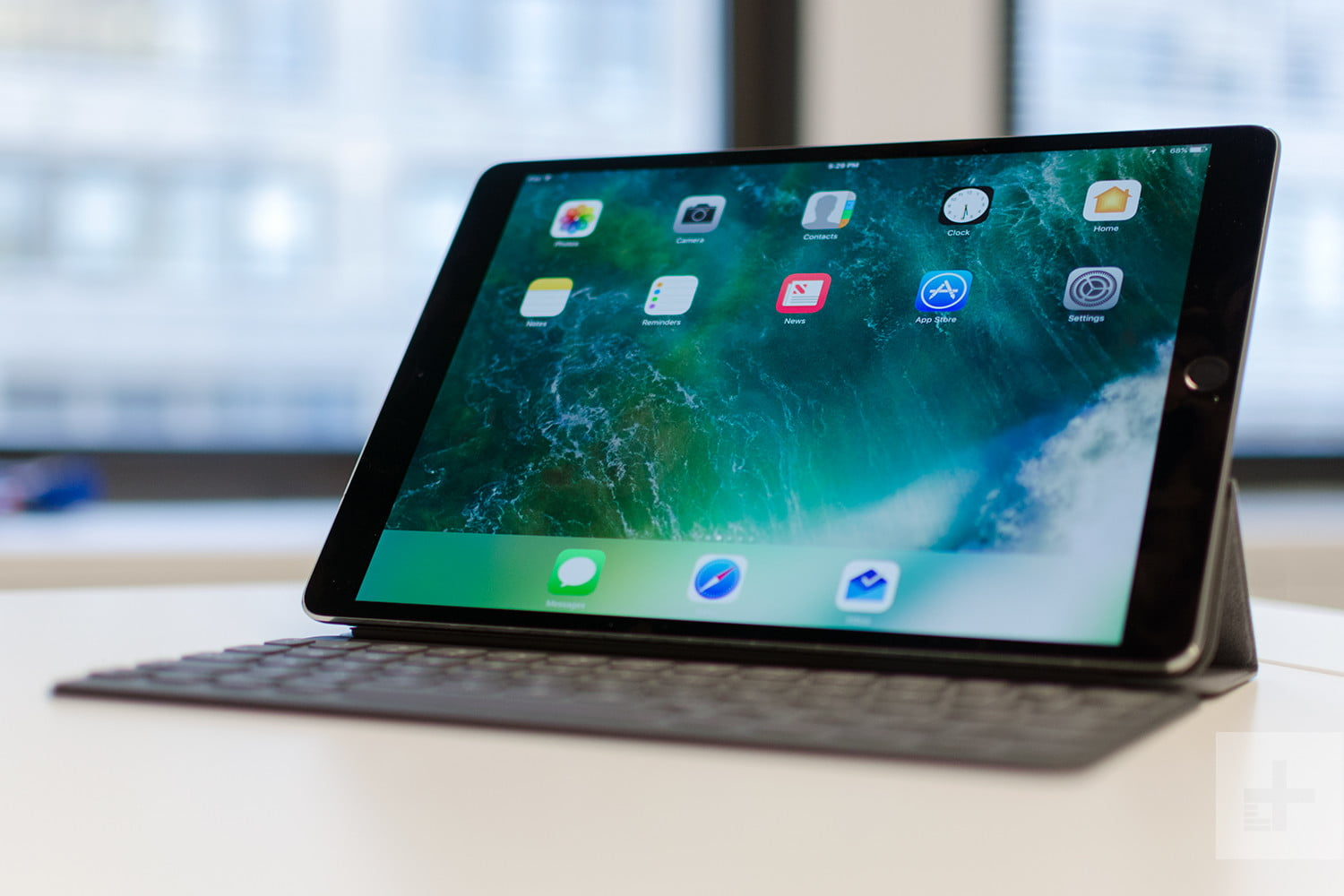 ipad pro 10 5 inch review bigger does mean better. Black Bedroom Furniture Sets. Home Design Ideas