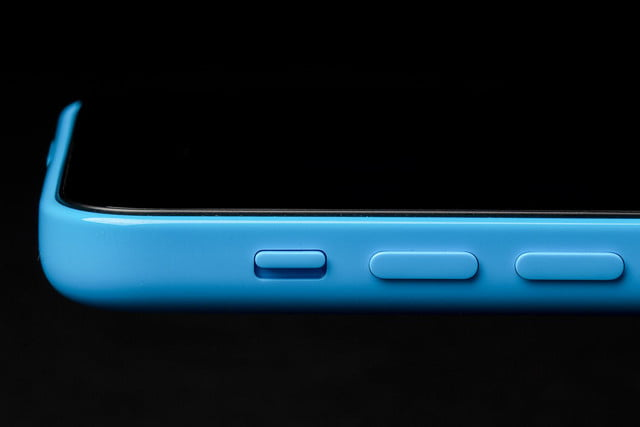 apple iphone 5c macro side buttons
