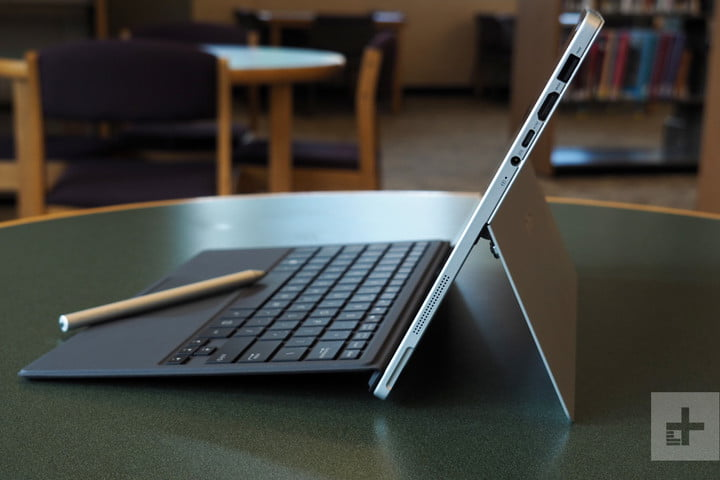 Asus Transformer T304 review right ports