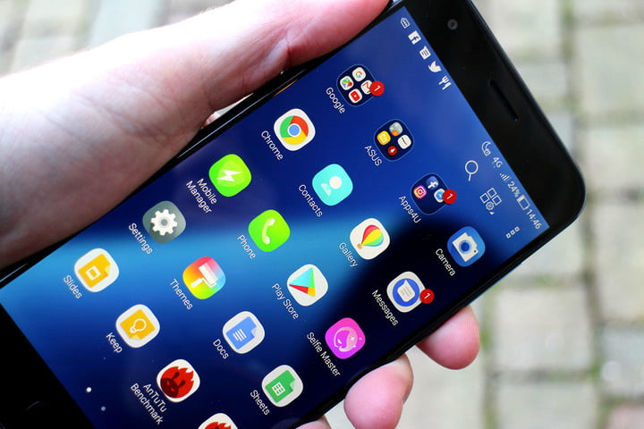 Asus Zenfone 4 Review angle close