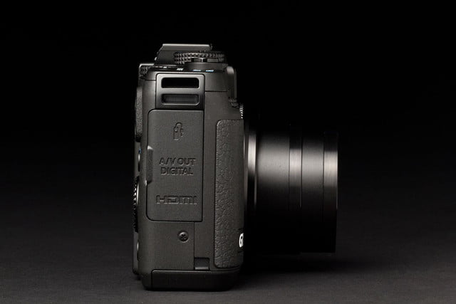 Canon G16 Camera right side lens zoom