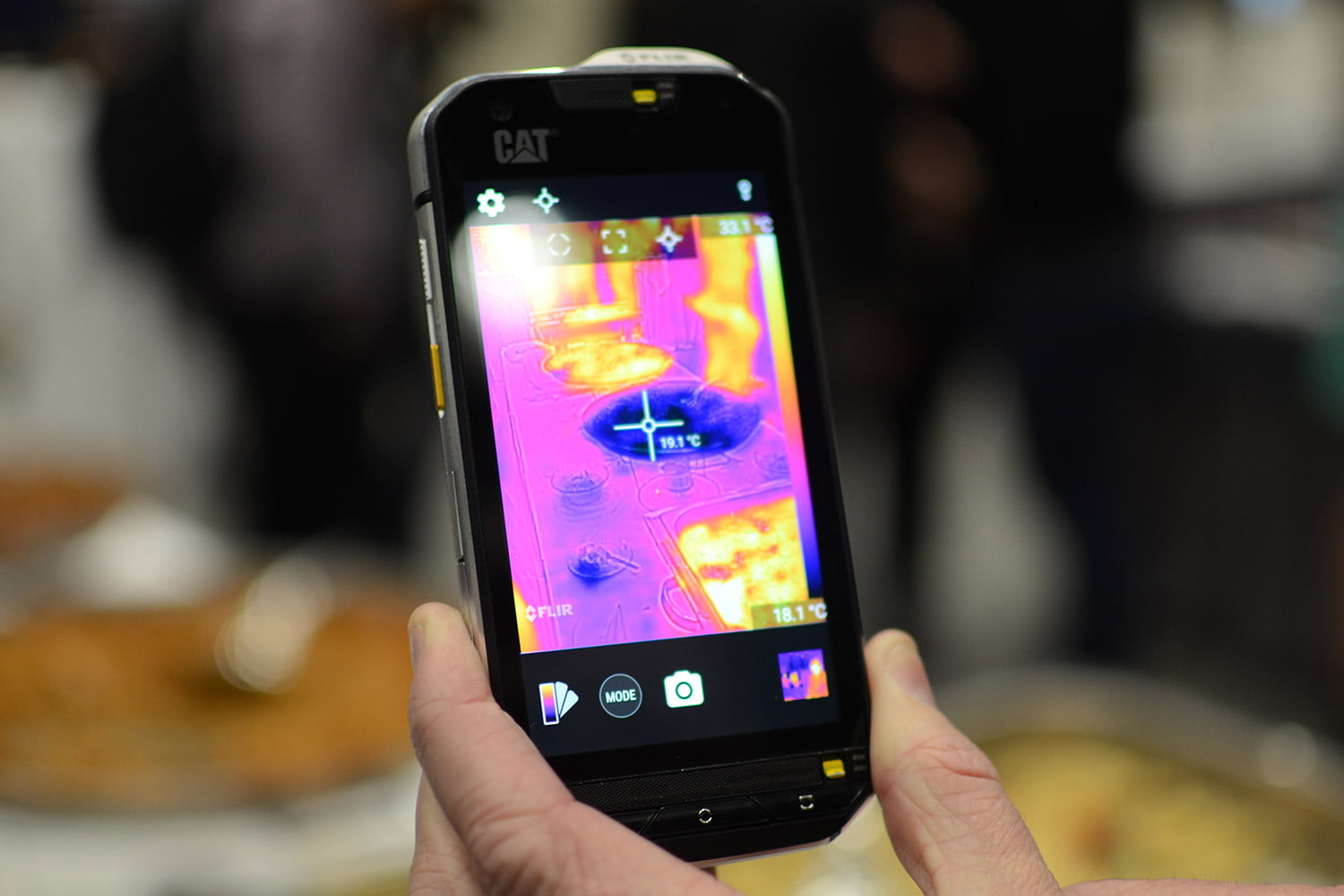 cat s60 brings thermal imaging to your smartphone. Black Bedroom Furniture Sets. Home Design Ideas