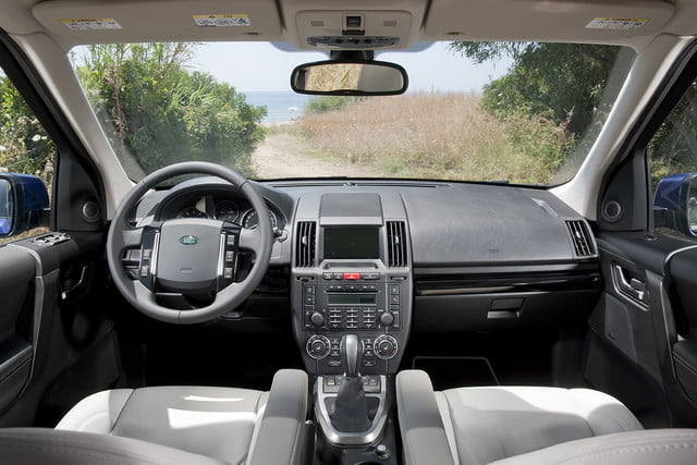 11 cars that will go extinct in 2016 2011 land rover lr2 21