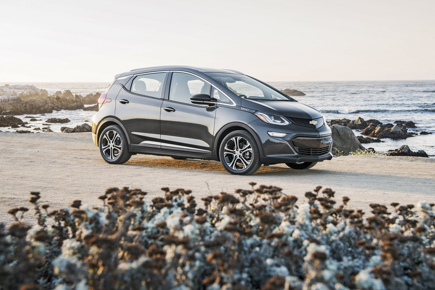 2018 Chevy Bolt EV: Changes, Mileage, Price >> Chevy Bolt Vs Volt Specs Design Price And More