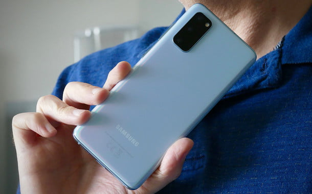 samsung galaxy s20 review hand