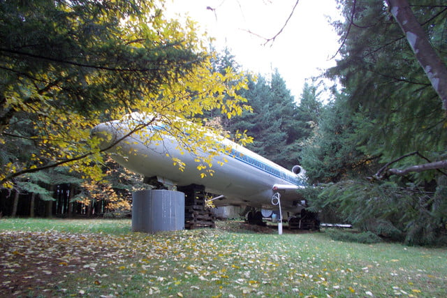 bruce campbell lives inside a boeing 727 airplane airplanehome 007