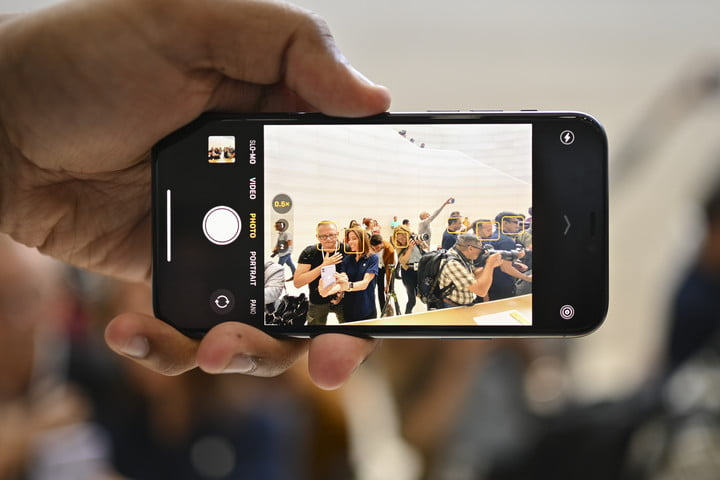 Apple iPhone-11 Pro-hands-on camera mode face recognition