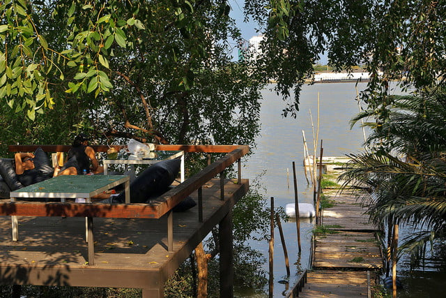 the bangkok tree house hotel lets guests sleep under stars  4