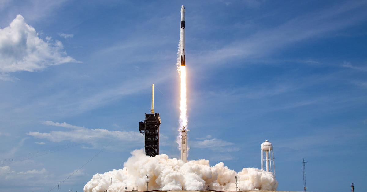 SpaceX plans two Falcon 9 missions in on one day in closest-ever launches