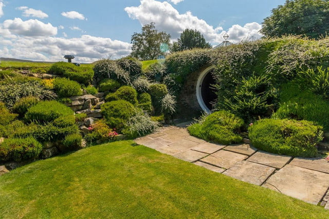 hobbit style home goes up for sale in england hobbithouse 16