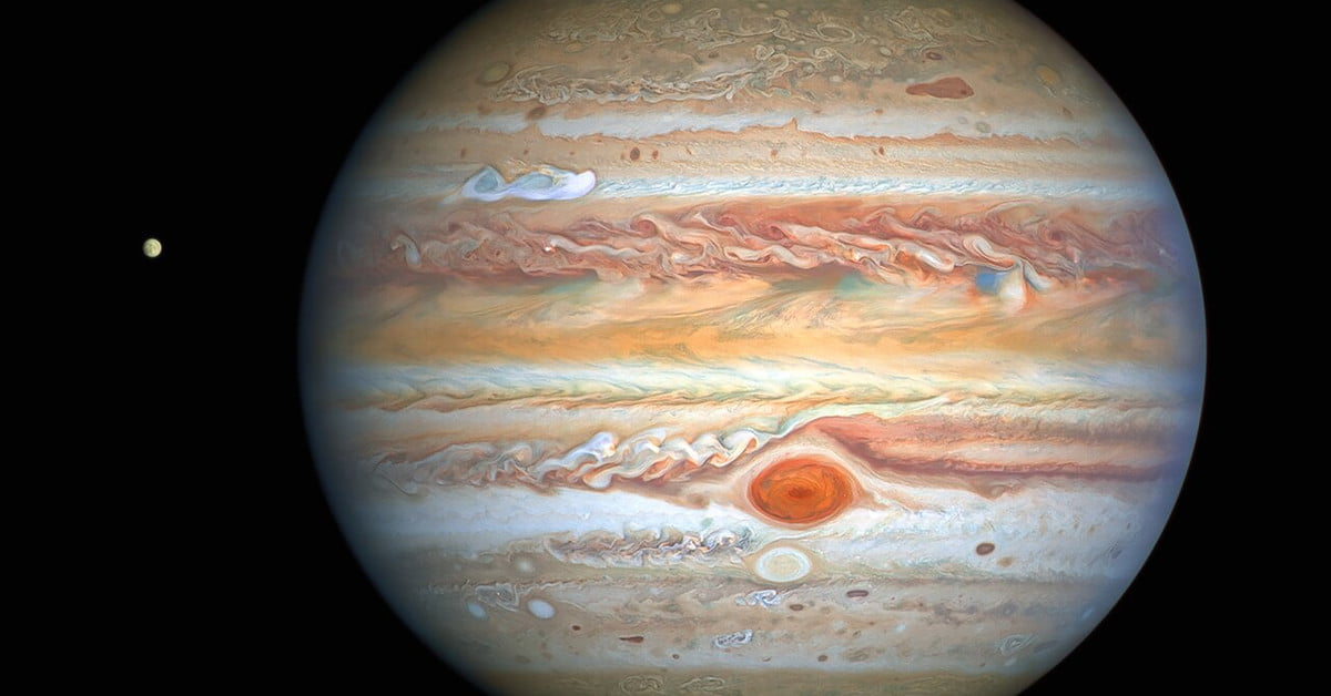 Crispy image of Jupiter shows its epic storms and icy moon Europa