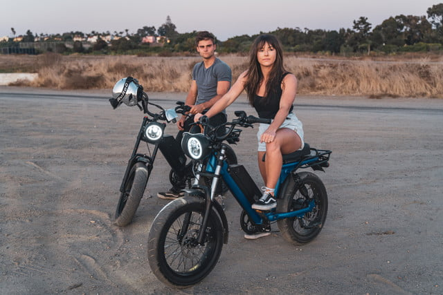 juiced bikes scorpion moped style e bike packs performance safety and comfort two