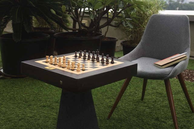 square off chess board play against any remote opponent from across the world