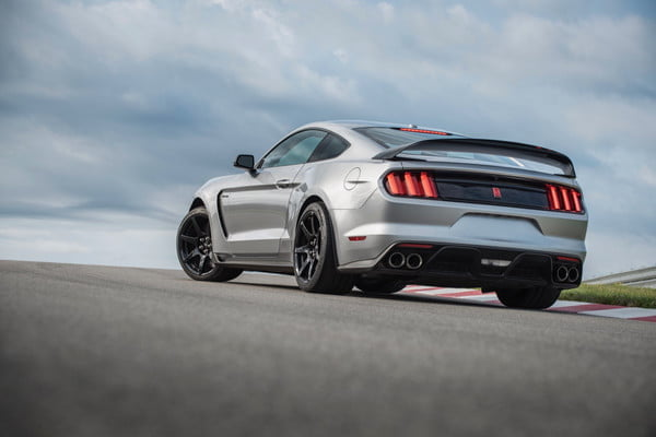 ford mustang shelby gt350r 2020 5 600x400 c