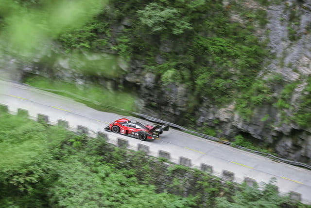 volkswagen id r electrico china record tianmen mountain 2019 large 10123 700x467 c