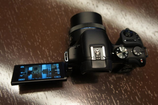 samsung announces nx30 mirrorless camera and android powered galaxy 2 dsc08195