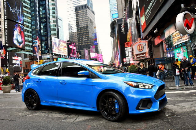 ford focus rs pricing performance specs news focusrs nytimesquare 01 hr