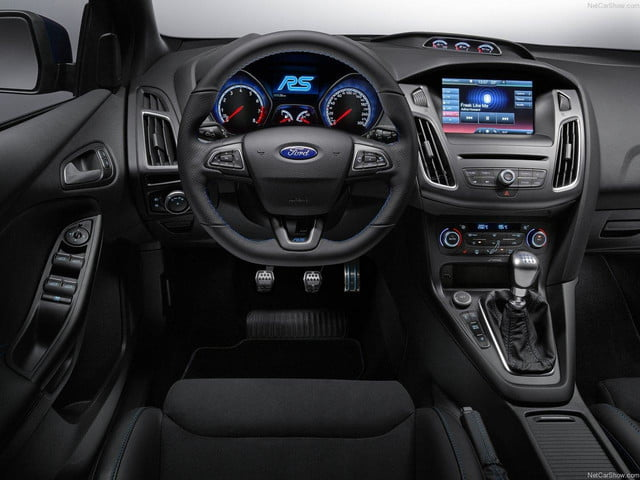Ford-Focus_RS_2016_interior