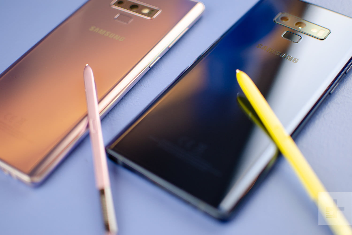 Galaxy Note 9 pink and blue s pens