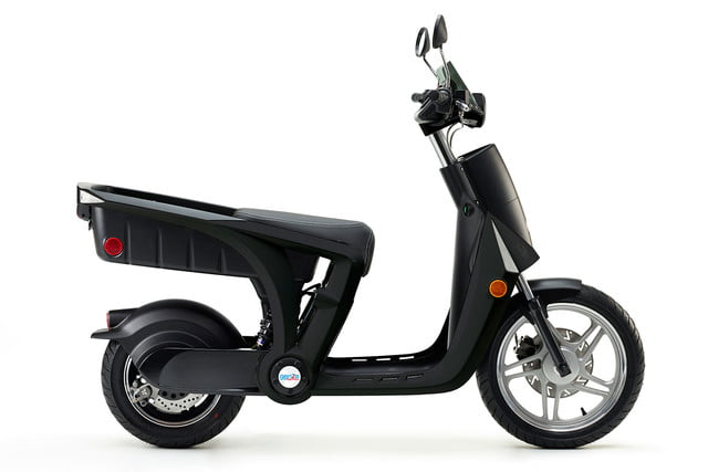 mahindra genze 2 0 scooter colorsurvey 0015 charcoal