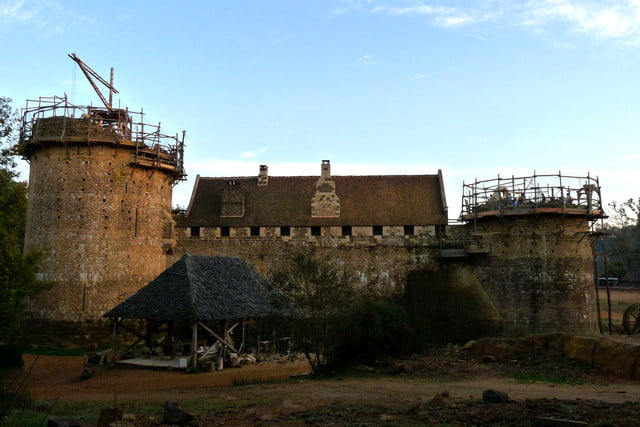 the guedelon castle is being built with 13th century techniques gu  delon 0017