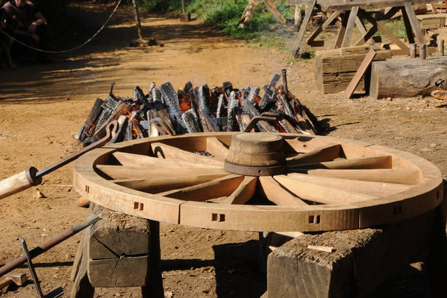 the guedelon castle is being built with 13th century techniques gu  delon 0059