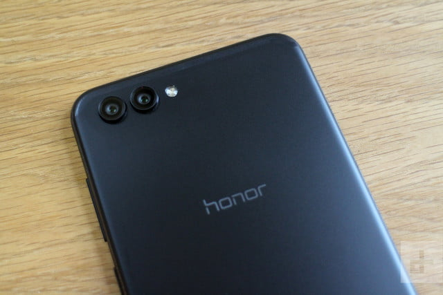 Honor View 10 review back logo