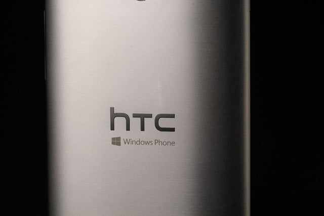 HTC ONE M8 Windows back middle