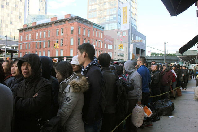 apple iphone 6 launch day news line 13