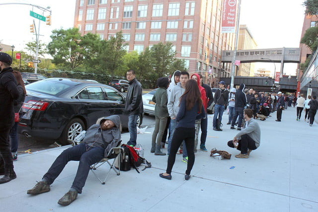 apple iphone 6 launch day news line 4