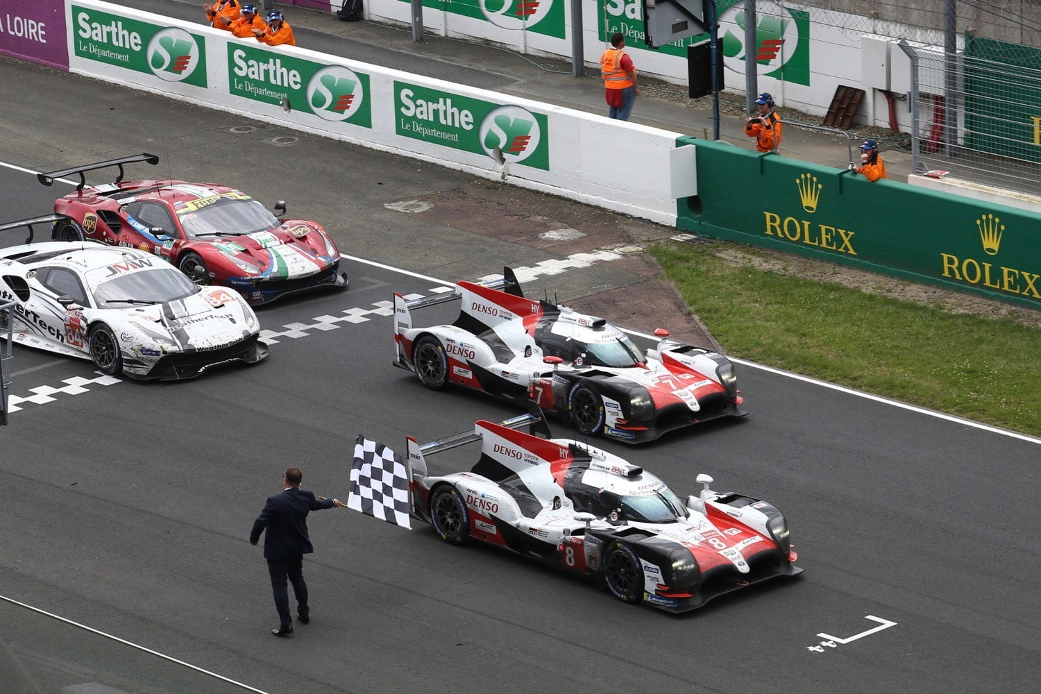 toyota wins 2018 24 hours of le mans after years of near misses digital trends. Black Bedroom Furniture Sets. Home Design Ideas
