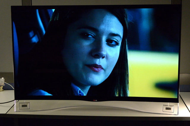LG 55EA9800 curved OLED front 2