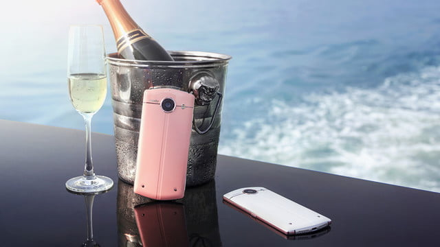 with a 21 megapixel front facing camera the meitu v4 ensures your trip to selfie heaven 4