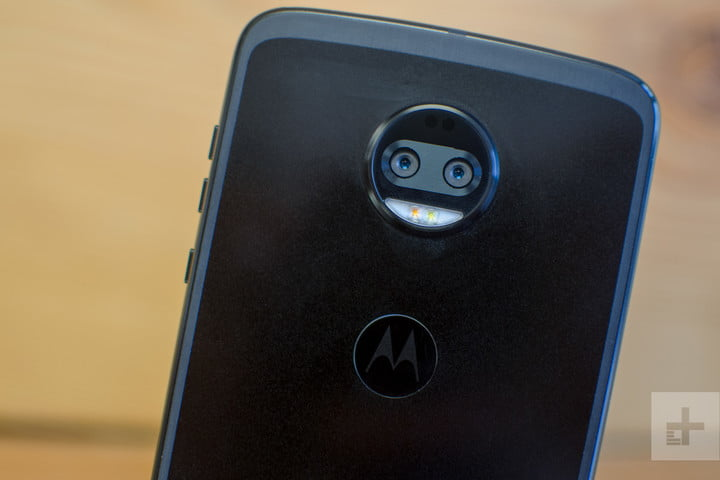 Moto Z2 Force hands-on review black back