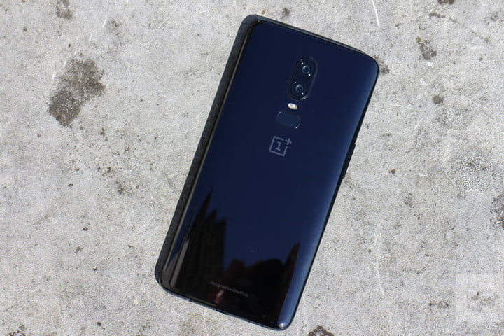 oneplus 6 hands on back full concrete