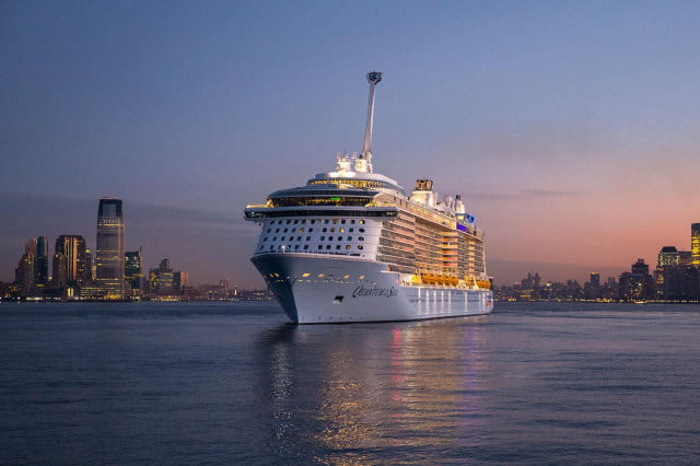 worlds largest cruise ships quantum of the seas 005