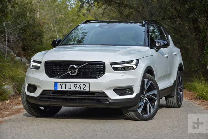 Volvo XC40 front angle